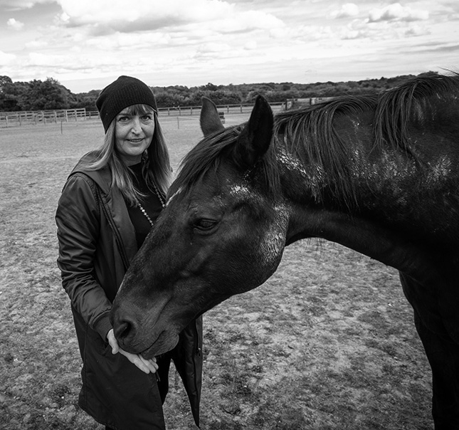 anette portrait with horse on farm